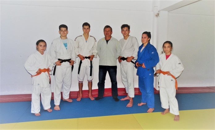 Cativa dintre colegii de antrenament .